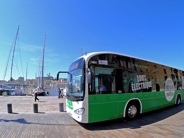 Perché spendere 300mila euro per un bus elettrico è un affare per i comuni