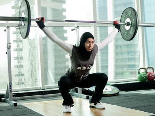 Parità per le atlete musulmane: Nike lancia l'hijab 'tecnico'