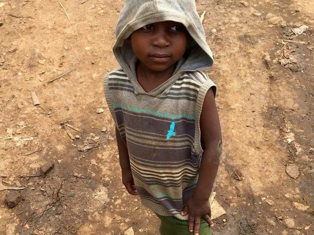 """Chi sono i Nodki, i piccoli stregoni d'Africa costretti a """"vomitare il demonio"""""""