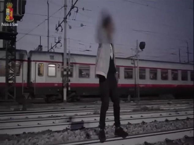 Selfie col treno e altre imprudenze: 72 morti in un anno