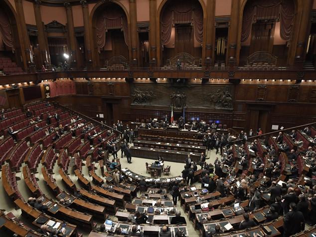 Met dei gruppi parlamentari alla camera non raggiunge la for Membri camera dei deputati