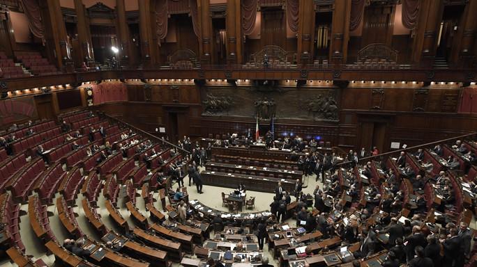 Met dei gruppi parlamentari alla camera non raggiunge la for Numero membri camera dei deputati