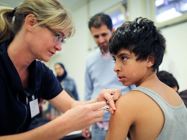 In Italia crollano i vaccini contro il morbillo, il suo boom è solo l'inizio