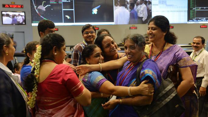 Storia del gruppo di scienziate che ha portato l'India nello spazio