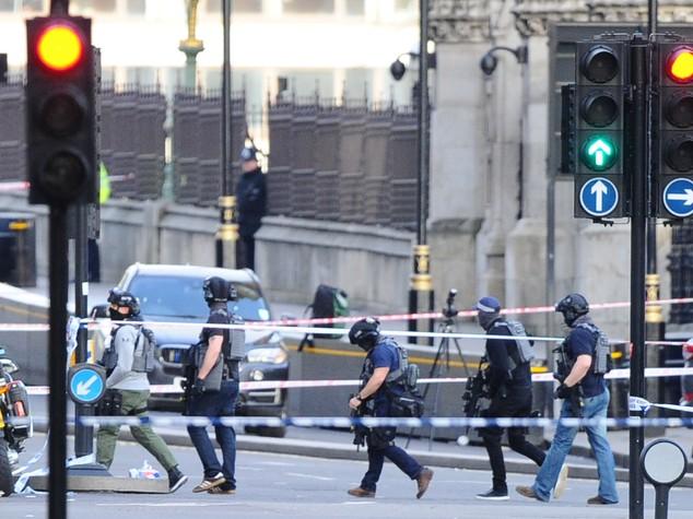 Londra, attacco al Parlamento. Anche due italiane tra i feriti COMMENTA