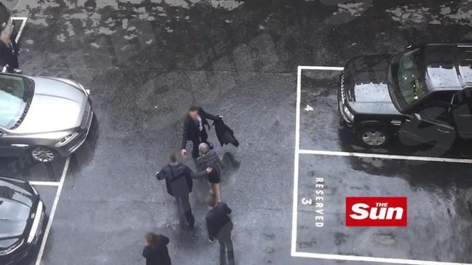 La fuga di Theresa May da Westminster