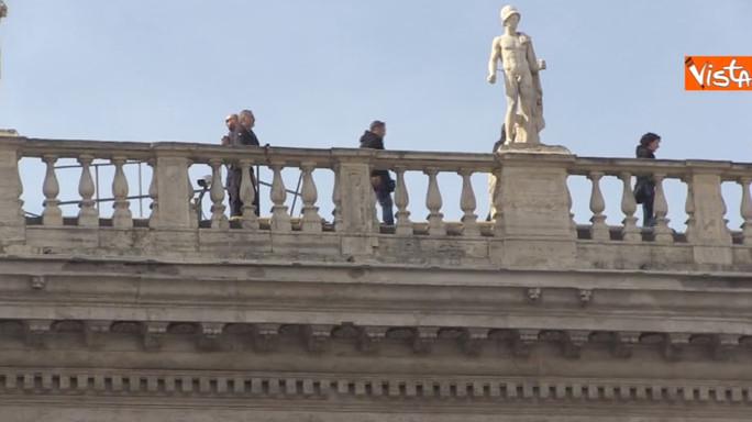 Il sopralluogo dei tiratori scelti sui tetti del Campidoglio