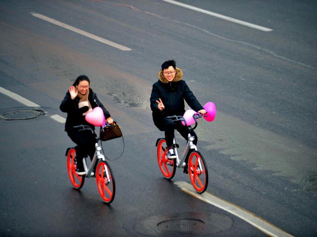 I cinesi riscoprono la passione per la bici. Grazie a un'app