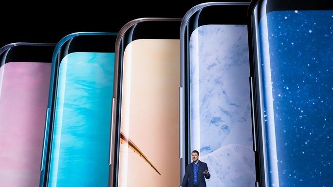 Display senza bordi e assistente virtuale. Samsung tenta il rilancio