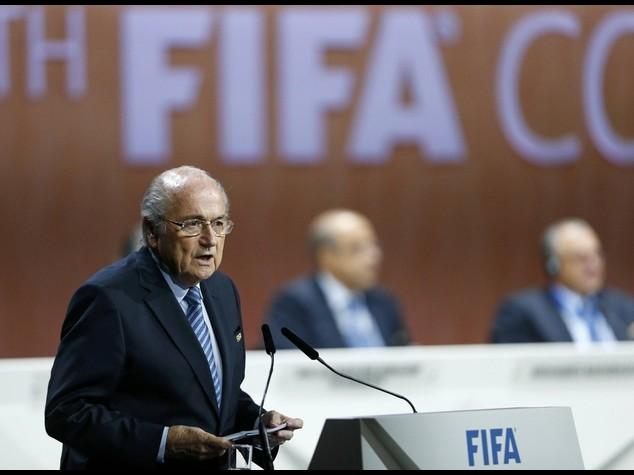 """Tangenti: Blatter assolve la Fifa, """"Colpevoli sono gli individui"""""""