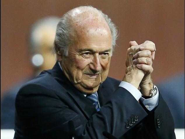 """Fifa: Blatter rieletto, """"Salvero' il calcio"""""""