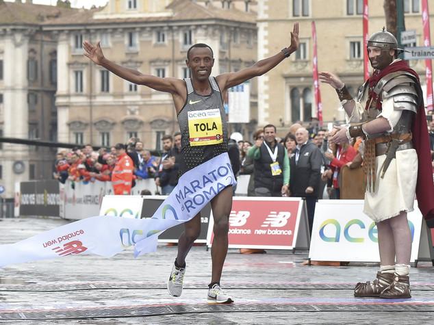 Dalla partenza al traguardo: la Maratona di Roma in 10 video