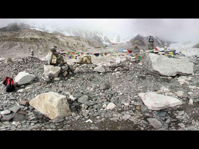 Everest: Nepal, scalatori devono riportare a terra almeno 8 kg dei loro rifiuti