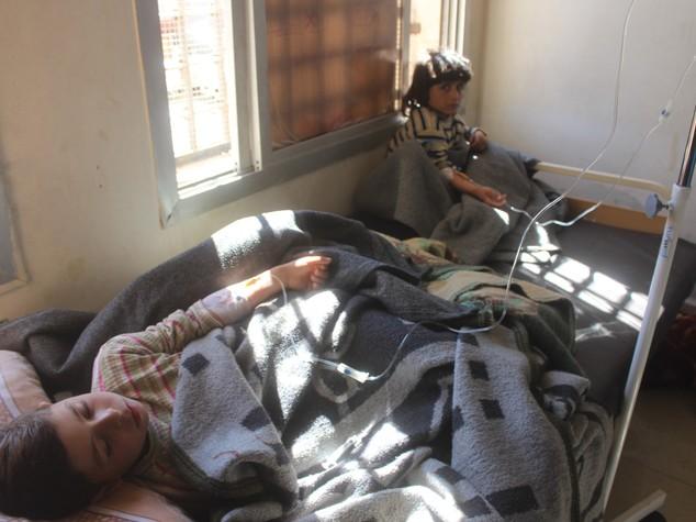 A Idlib 86 morti, uno su 3 è un bambino. Cosa sappiamo della strage in Siria