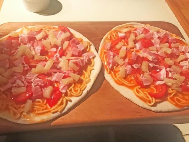 Altro che carbonara, il vero scandalo è la pasta sulla pizza