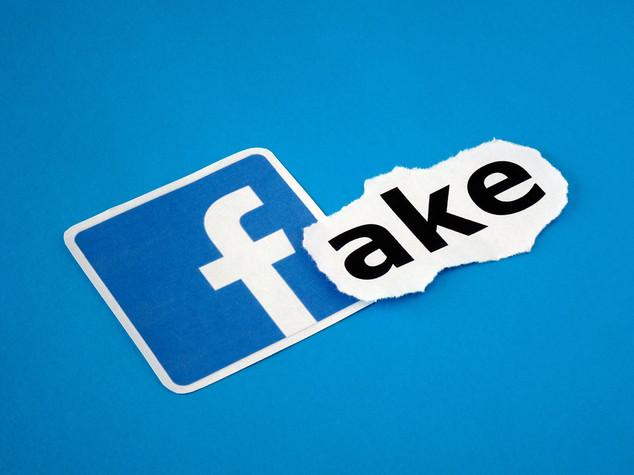 Le 10 regole di Facebook per riconoscere le fake news