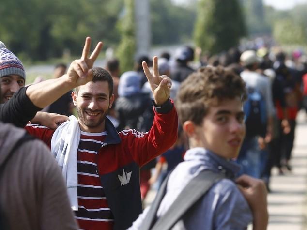 Migranti: Ue, uso della forza contro gli scafisti.  Vienna invia soldati al confine