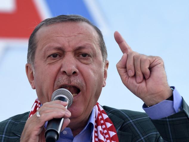 Turchia: Erdogan vince il referendum, tra brogli e intimidazioni