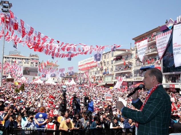 Turchia: vince il presidenzialismo del sultano Erdogan 0
