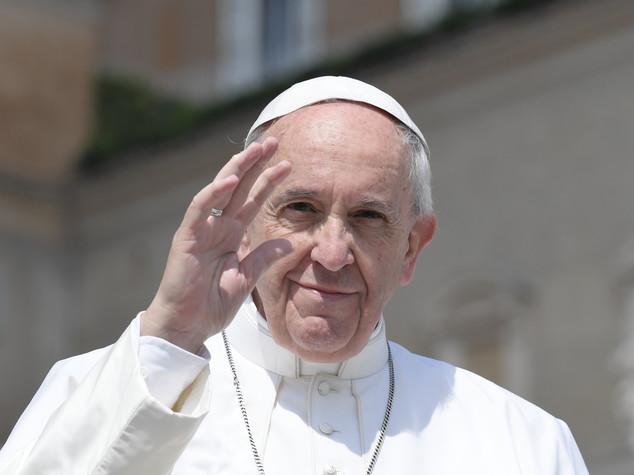 Papa Francesco prega per i cristiani perseguitati