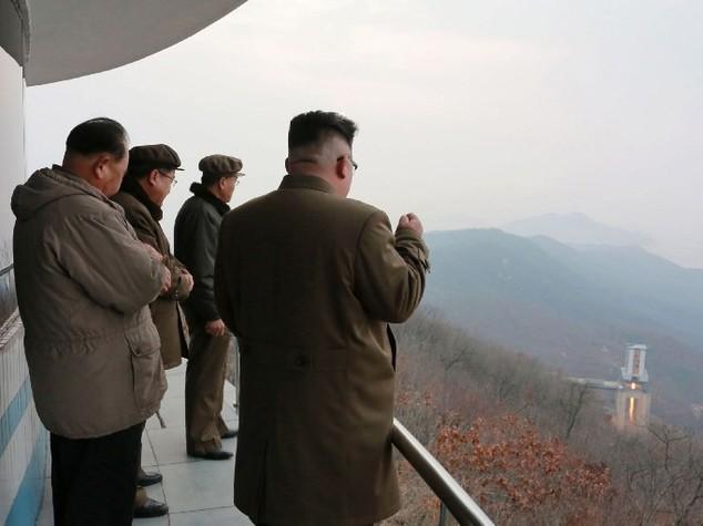 Corea del Nord mostra un missile nucleare abbattersi sugli USA