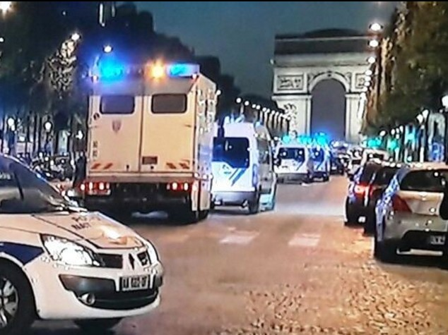 Attacco alla polizia con Kalashnikov a Parigi . Isis rivendica