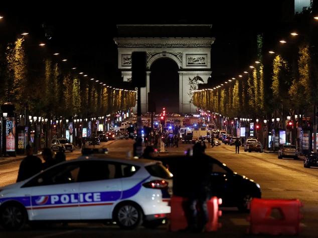 Un soldato dell'Isis nel salotto buono di Parigi: la simbologia dietro l'attentato