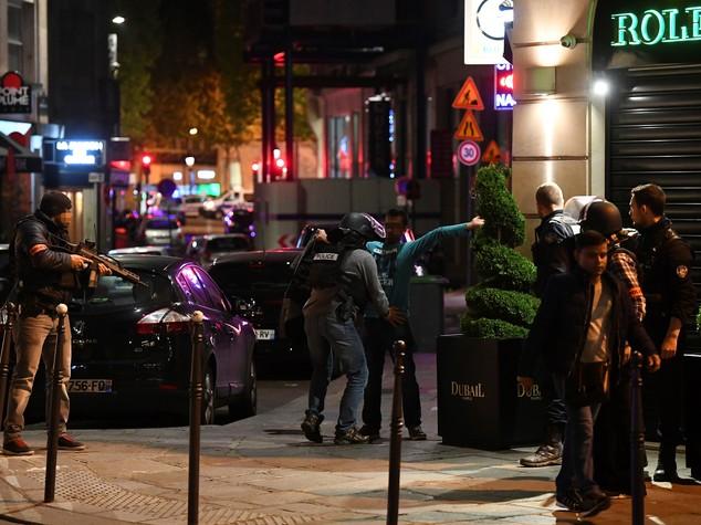 Cosa sappiamo del killer col Kalashnikov di Parigi. Era noto agli 007