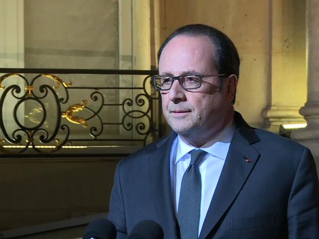 """Hollande: """"La democrazia è più forte di tutto"""""""