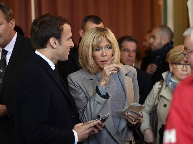 Chi è Brigitte, la moglie e madre che Macron ha sedotto e sposato
