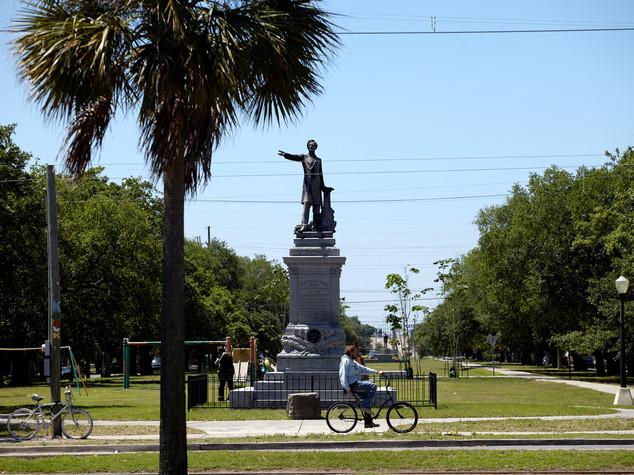 New Orleans abbatte le statue ricordo del sud razzista