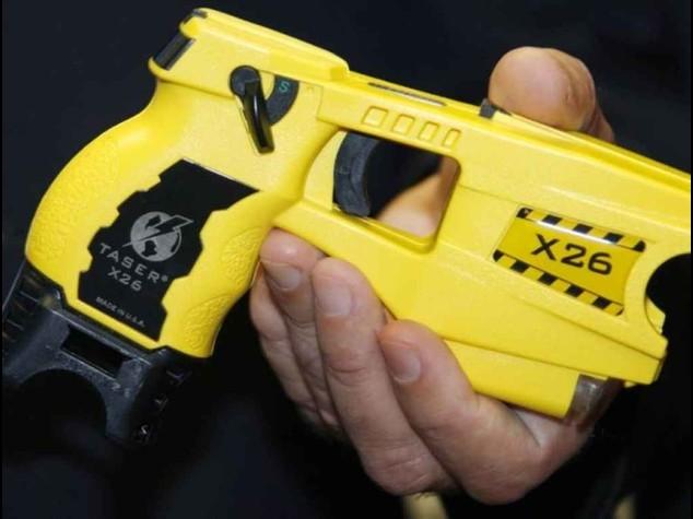 Pistola elettrica alla polizia, ok Garante per le telecamere
