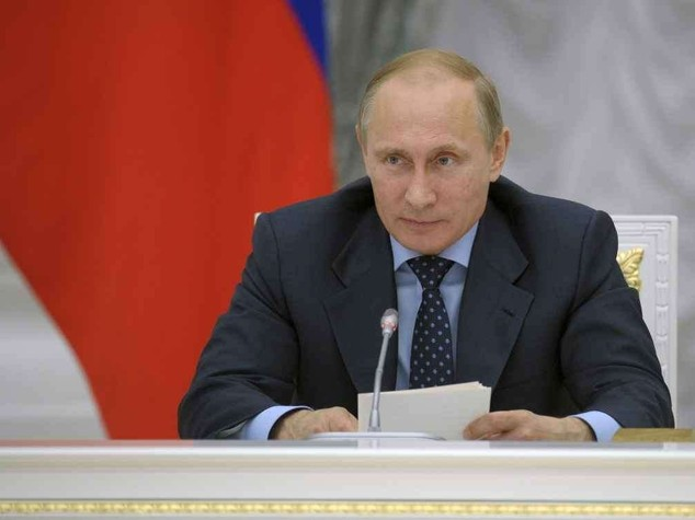 Russia contro i blogger: 'stretta' sul web, Putin presiede Consiglio sicurezza