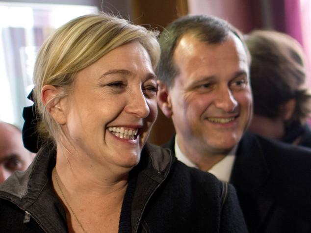 Lo schivo Louis contro la 'Prima Donna'. Chi sono monsieur Le Pen e madame Macron