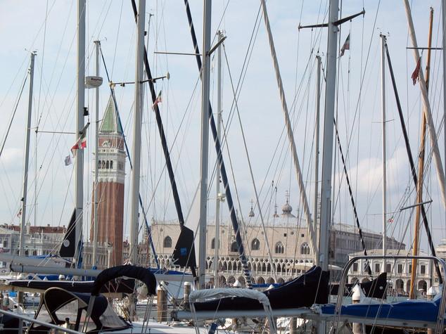 Porti e ferrovie. La sfida italiana sulla nuova via della Seta