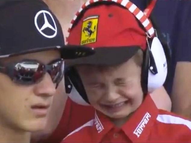 'Dramma' in Formula 1: bimbo disperato per ritiro di Raikkonen