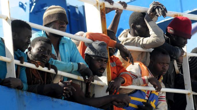 Mani della 'ndrangheta sui migranti: 68 fermi