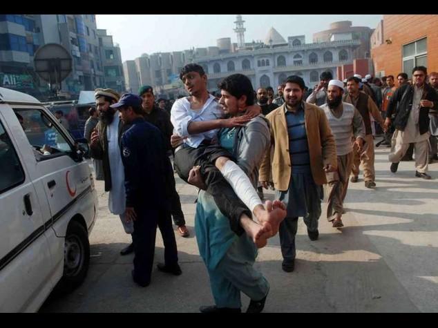 Pakistan: furia omicida dei Talebani, massacrati 132 bambini