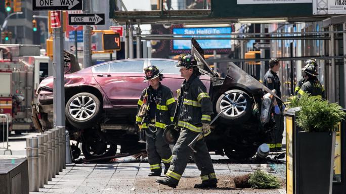 Auto piomba sulla folla: terrore a Times Square