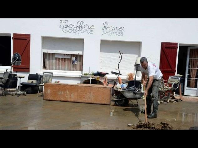 Francia: alluvioni nel sud, 5 morti in un campeggio inondato