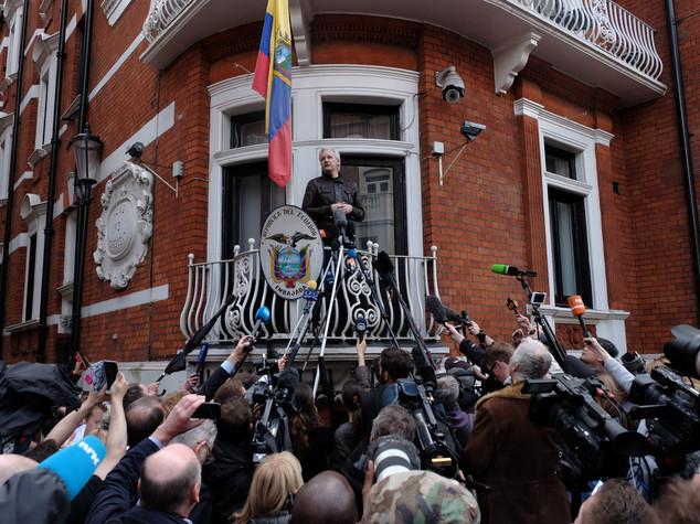 La Svezia ha archiviato le accuse nei confronti di Assange