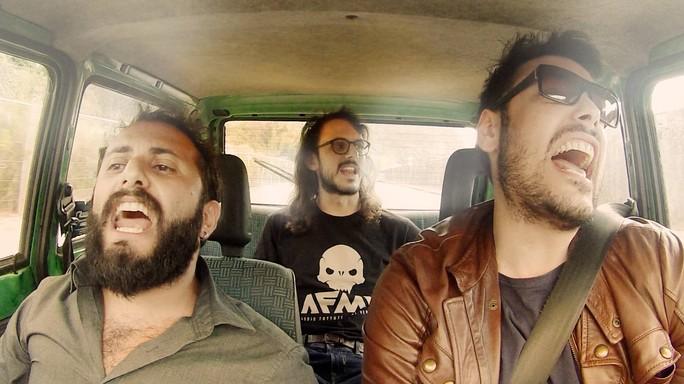L'ultima dei The Jackal: cantano Despacito in macchina. Imperdibile