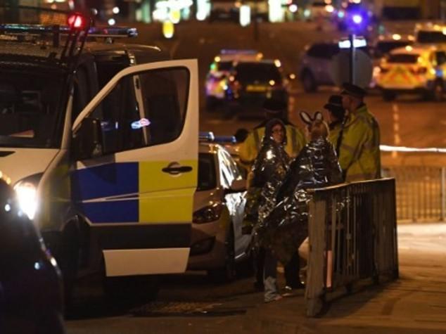 Terrore a Manchester, 19 morti. Kamikaze al concerto di Ariana Grande