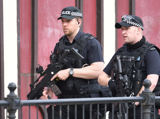 Manchester, cinque arresti: l'attentatore