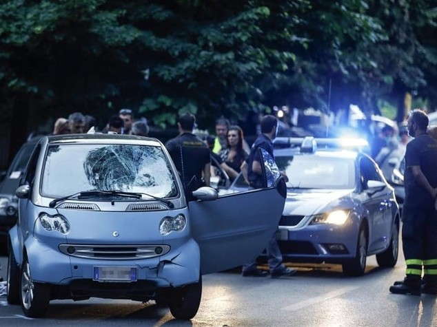 Roma, auto travolge pedoni: 5 feriti