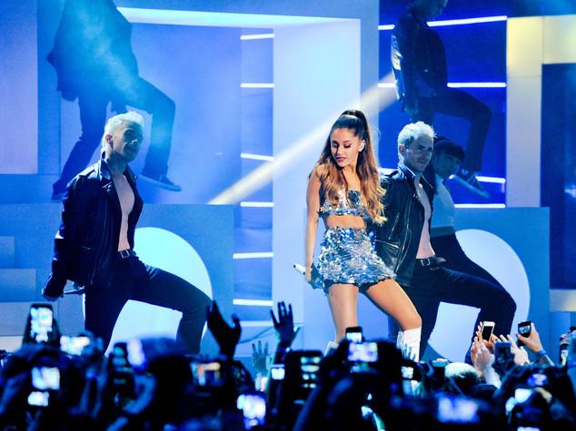 Zaini, iPad e droni: cosa non entra al concerto di Roma di Ariana Grande