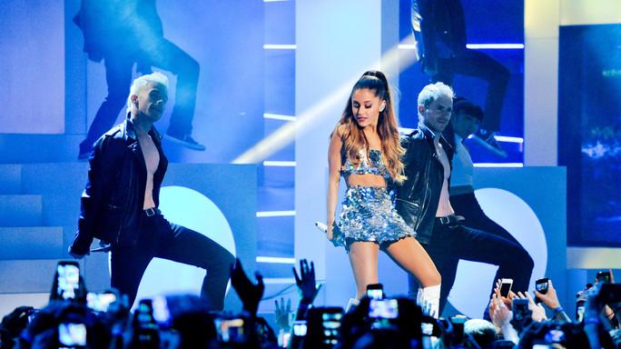 Ariana Grande torna a Manchester, grande show per le vittime