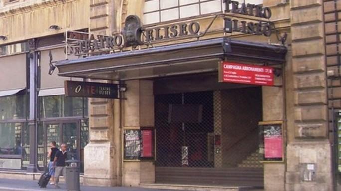 Attori e teatri contro la manovra che finanzia l'Eliseo per 8 milioni