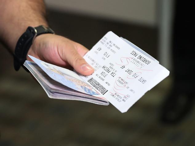 Stretta sui visti d'ingresso negli Usa Controlli su social media e telefoni