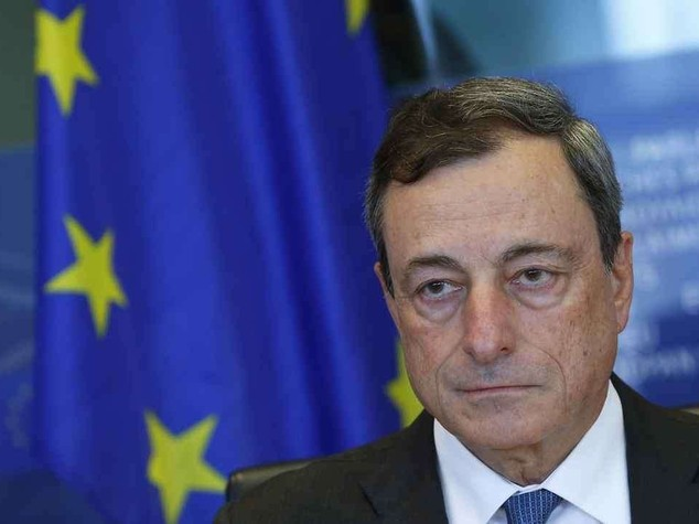 Bce: scontri di piazza a Napoli. Draghi: recessione sembra infinita. Crollano le borse